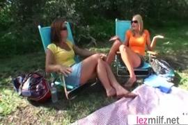 Video pornographique avec les filles au hanches