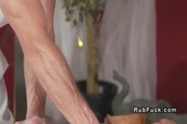 Photos de filles nues qui font la relation sexuel