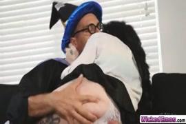Père baise sa fille nue la nuit