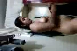 Video porno en action avec un penis long