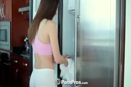 Film pornographique des femmes avec les animaux